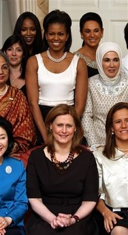 Michelle Obama at BRITAIN G20 DINNER with Wives of World Leader