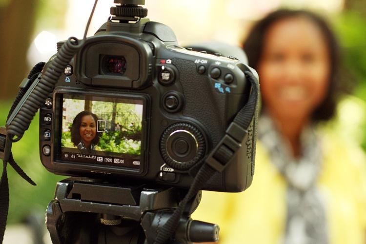 CameraAmerLivingStylemom webblogging fashion style