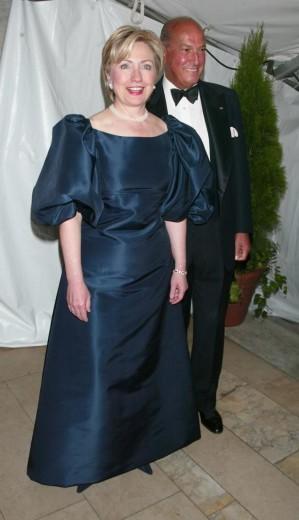 Hillary Clinton wears Oscar de la Renta